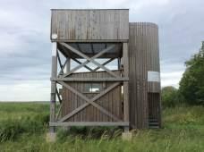 Saaren länsilaidalla sijaitseva uusi lintutorni (c) Pertti Linna
